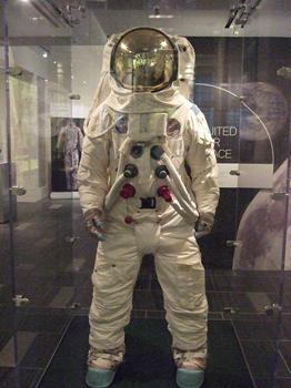 الیاف PBI در لباس فضانوردان