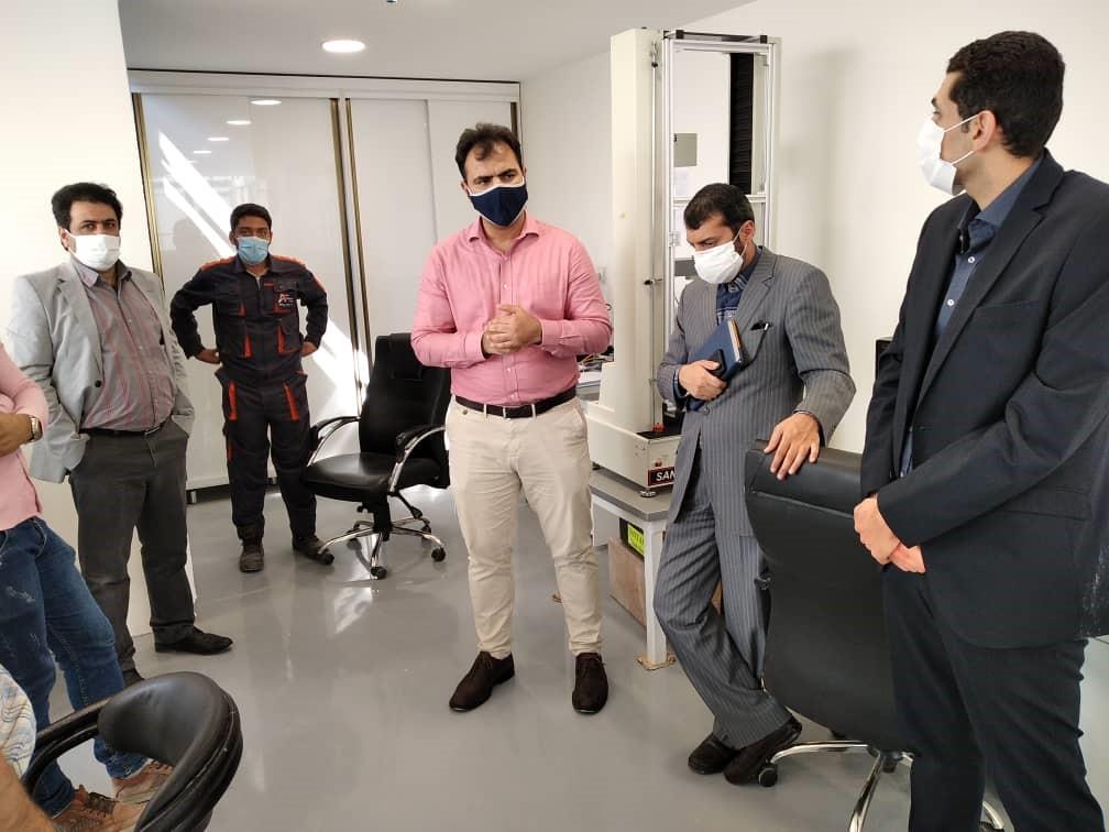 بازدید از مجموعه تولیدی شرکت دانش بنیان آریا پلیمر پیشگام توسط چند تن از متخصصان صنعت دارو2